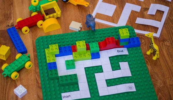 Place DUPLO Pieces on DUPLO Maze