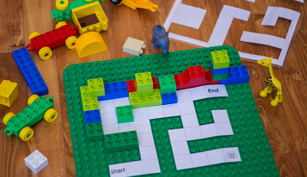 Place DUPLO Pieces on DUPLO Maze